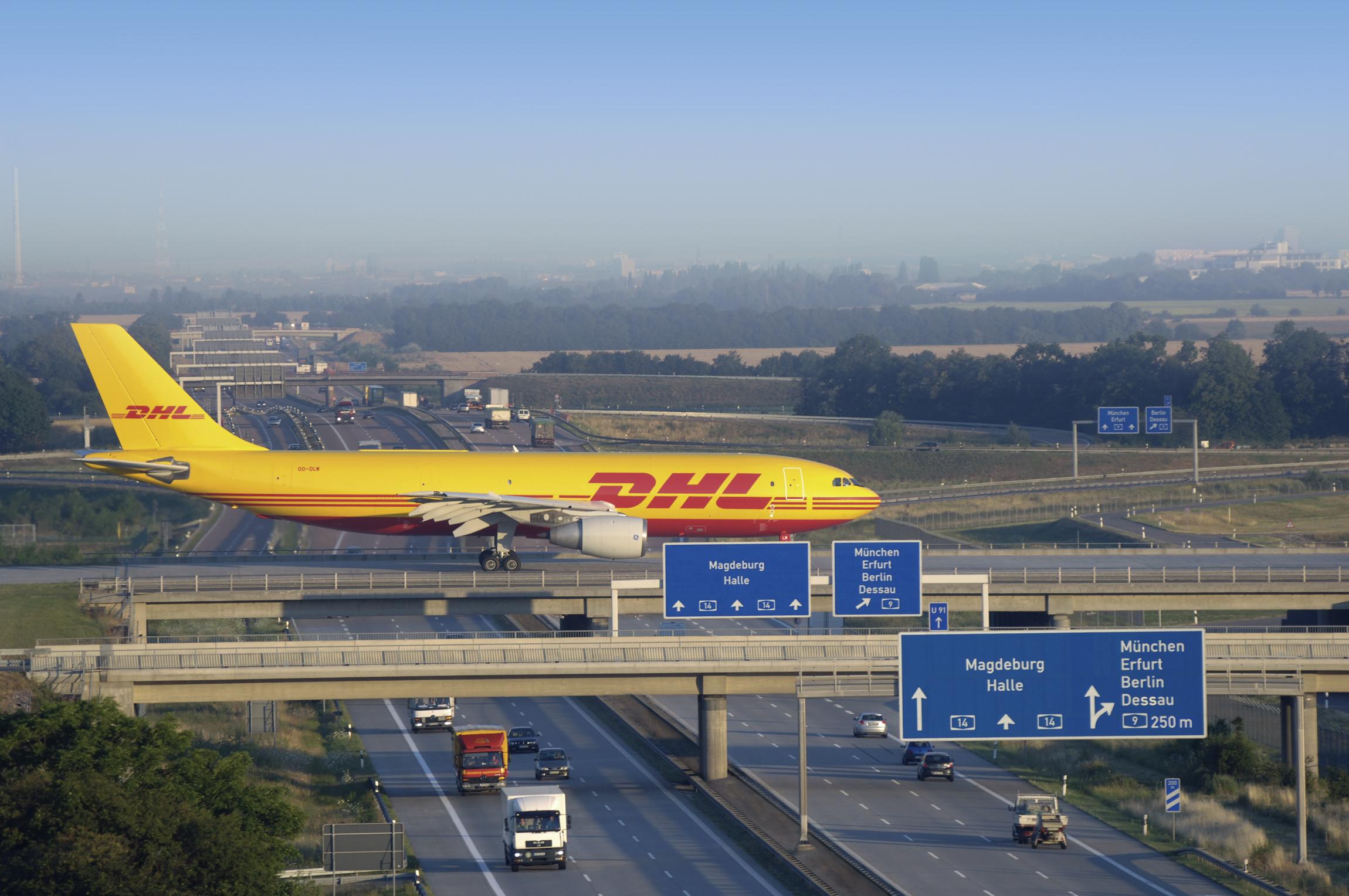 Neue Dusche Planen : DHL Express Aircraft